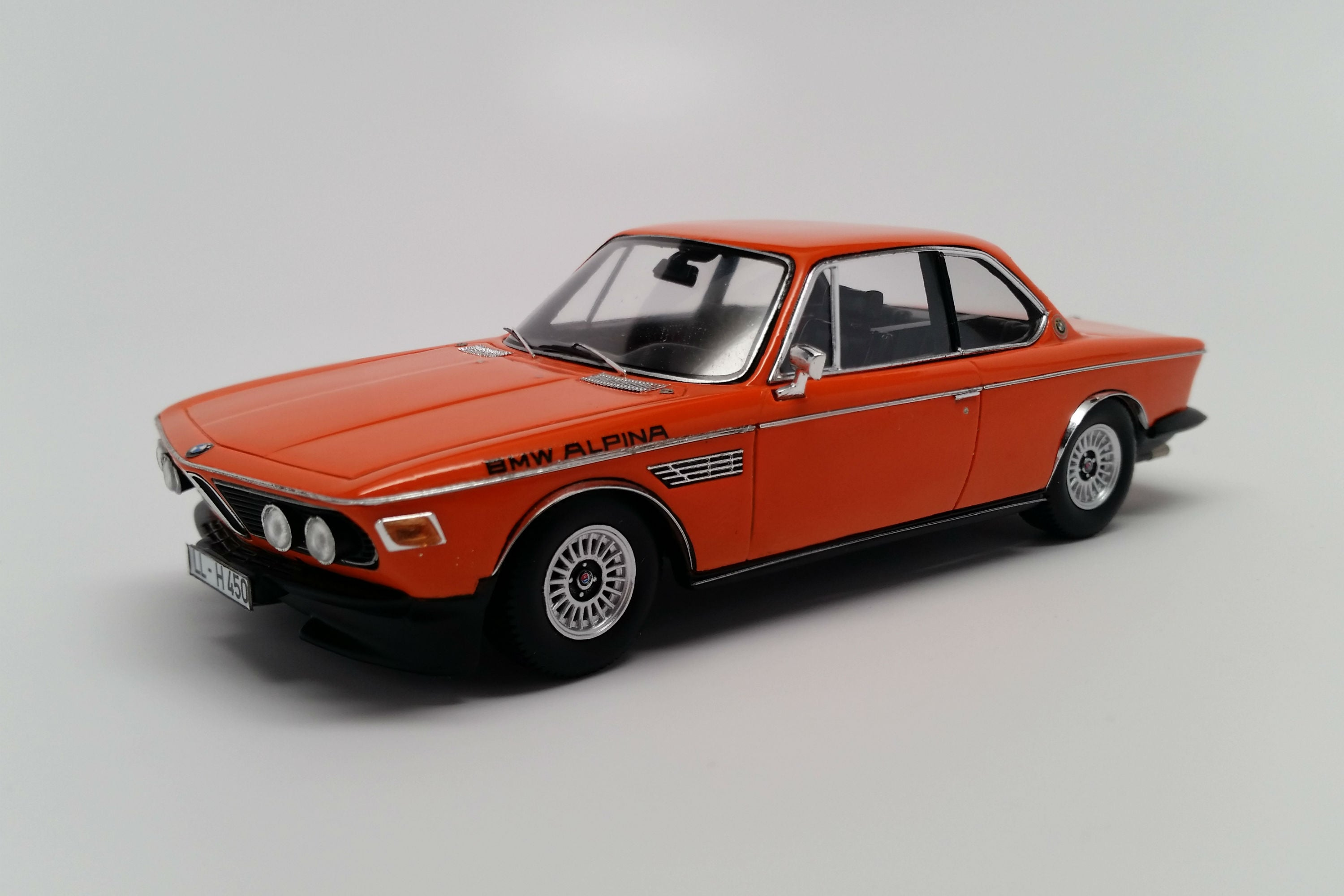 BMW Alpina B2S (E9, 1971) | 1:43 Scale Model Car by Spark | Front Quarter