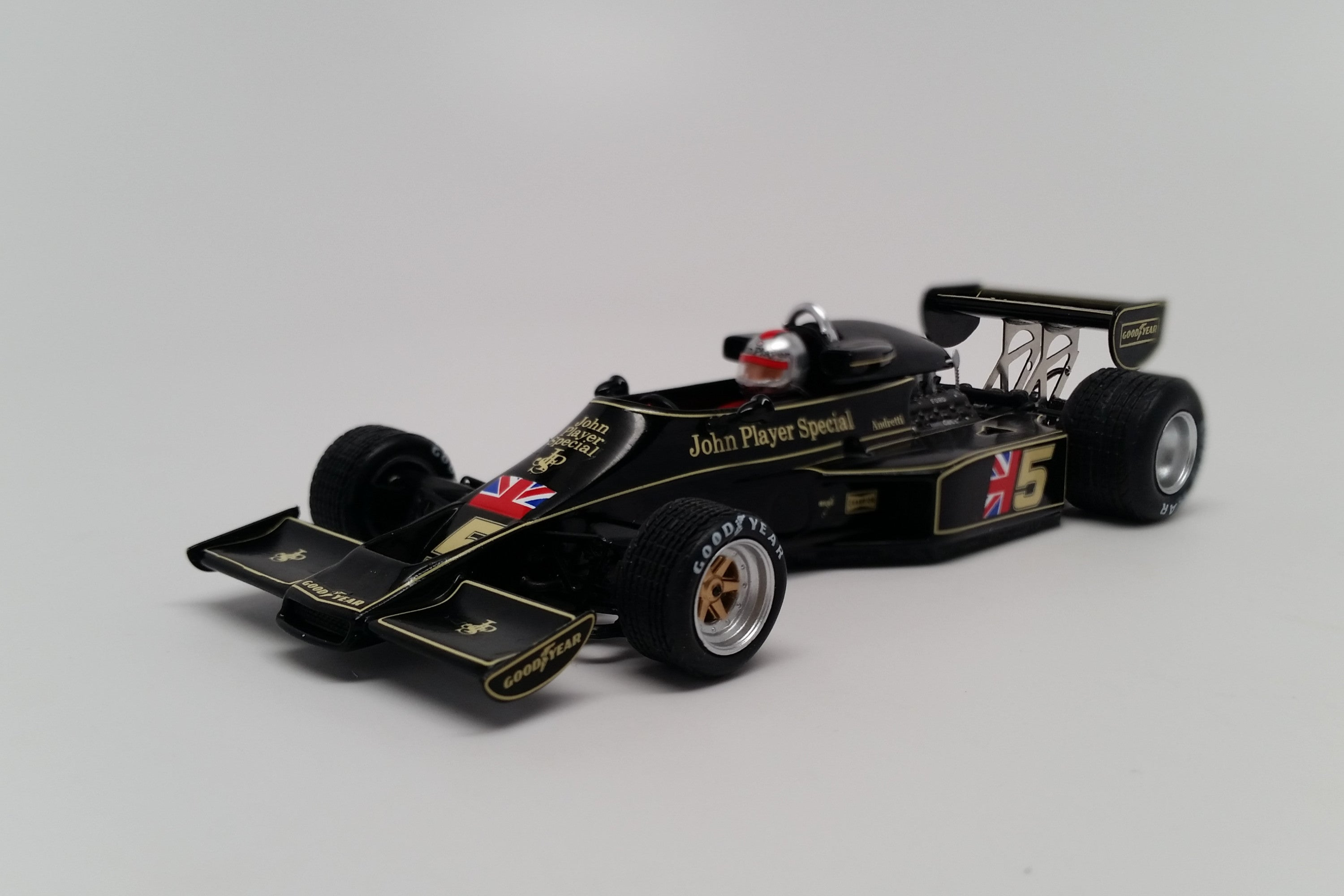 Lotus 77 (1976 Japanese GP) | 1:43 Scale Model Car by Spark | Front Quarter