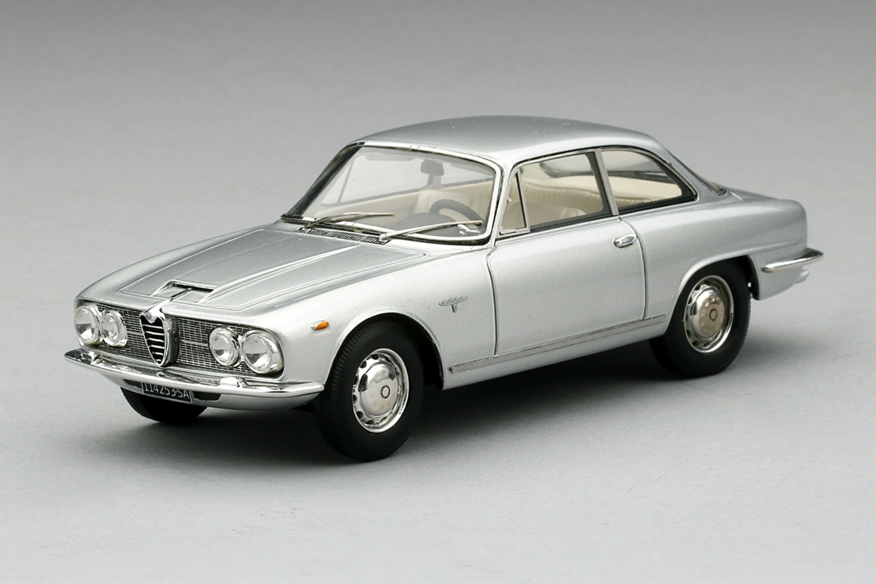 Alfa Romeo 2600 Sprint | 1:43 Scale Model Car by TSM | Front Quarter