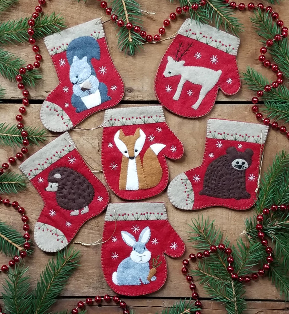 VIntage Fabric Panel Cut Out Christmas Critters Wreath
