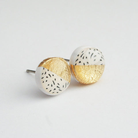 Flecked Pattern Black and White Circle Stud Earrings