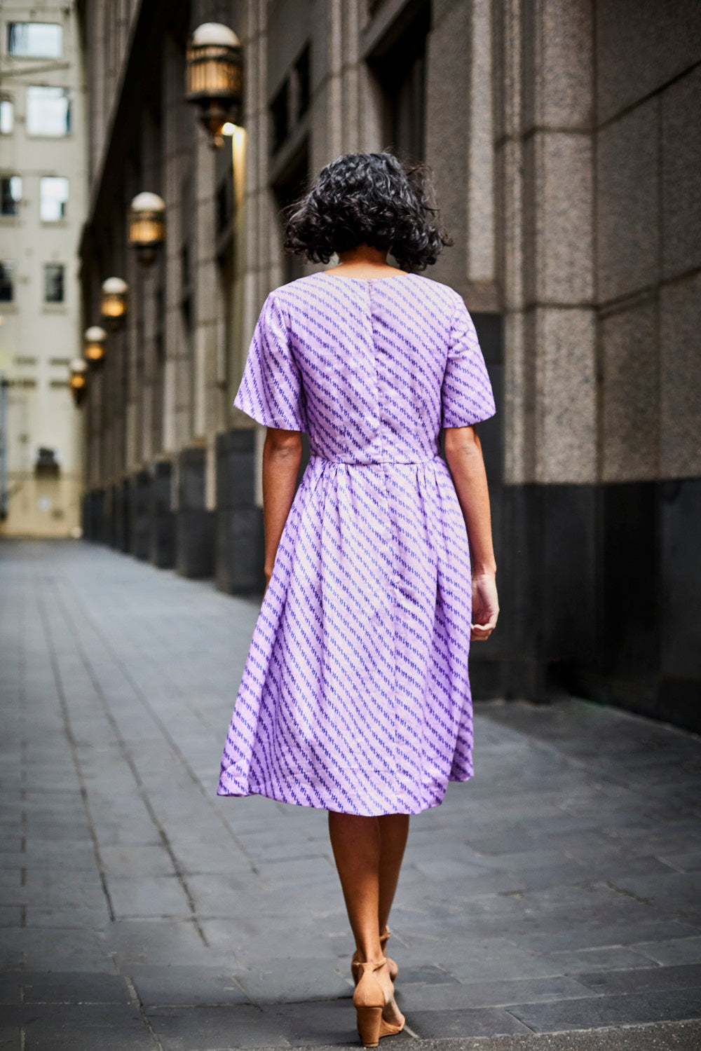 DEVOI LINEN PRINTED DOROTHY DRESS, SHORT SLEEVED DRESS. LILAC DRESS. PRINTED DRESS. DRESS DESIGNED IN MELBOURNE