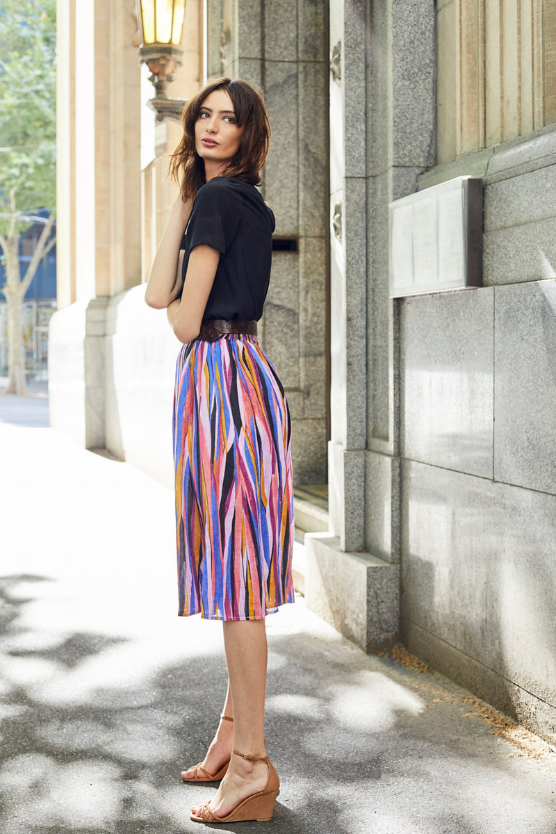 DEVOI linen printed skirt with drawstring tie. Skirt with elasticated waist. Skirt with pockets.