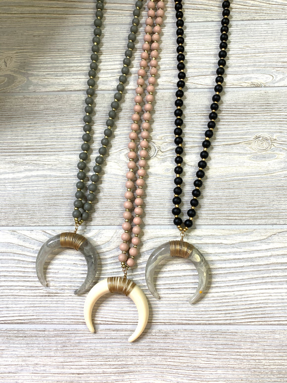 Large Beaded Horn Necklace - Shoppe3130