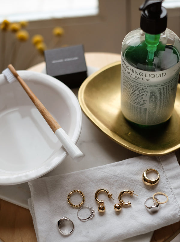 A GUIDE: HOW TO CLEAN YOUR JEWELLERY AT HOME