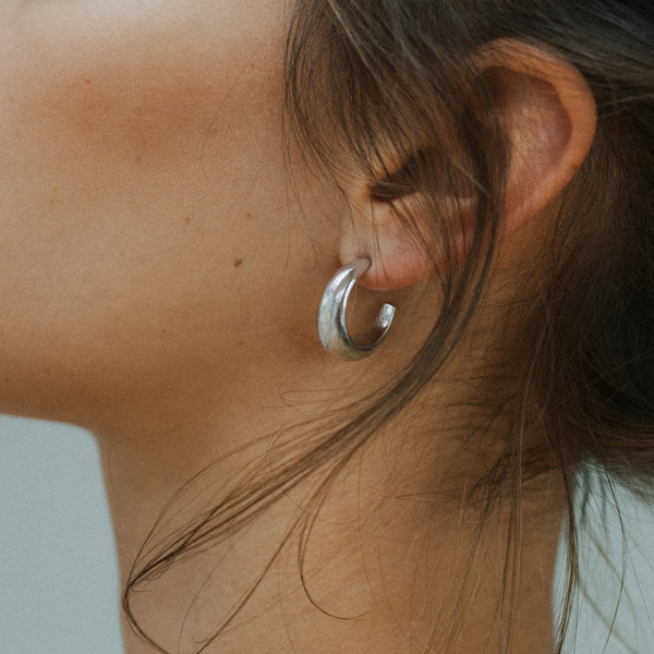 Courbure Hoop Earrings. Sterling Silver - MONARC CONCIERGE