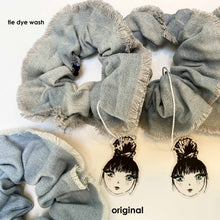 Load image into Gallery viewer, DENIM HUE SCRUNCHIE // TIE DYE WASH - KNOT Hairbands