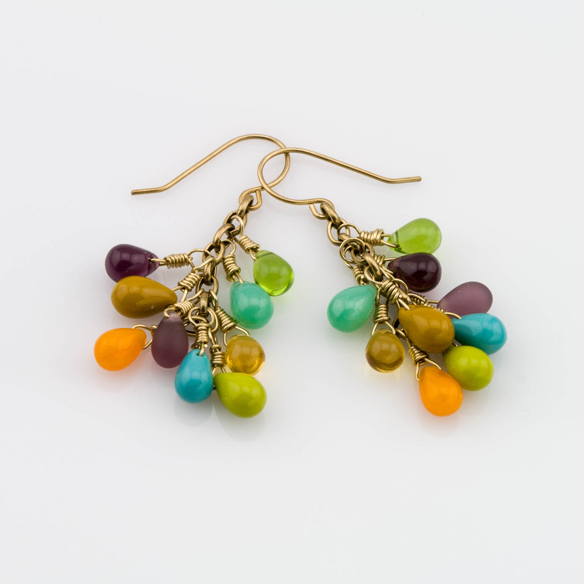 These earring are a great match with this bracelet.   https://daisy-beadworks.myshopify.com/admin/products/7864172360