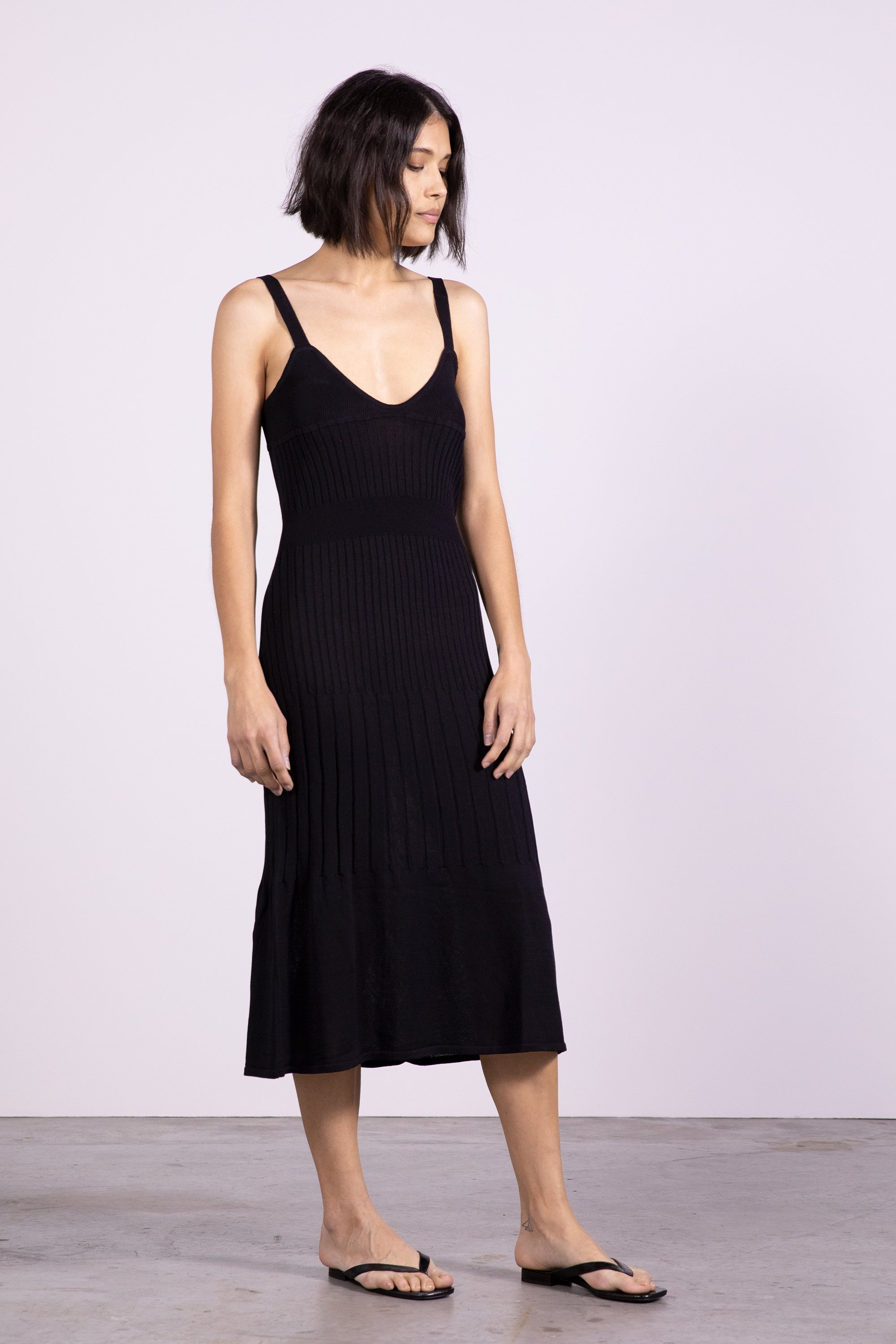FLARE OUT KNIT SLIP DRESS | BLACK