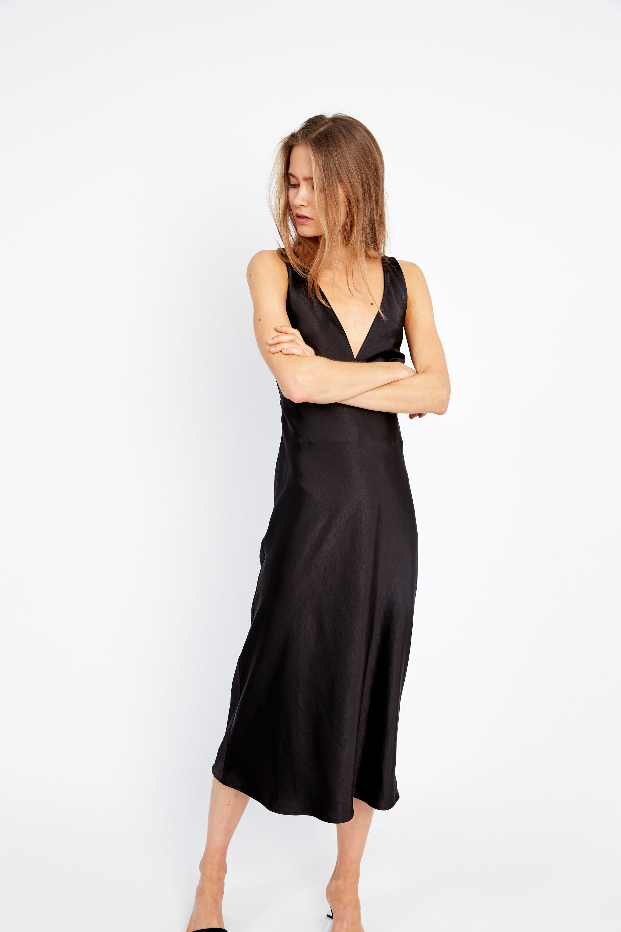 OUTLAW TIE BACK BIAS SLIP | BLACK
