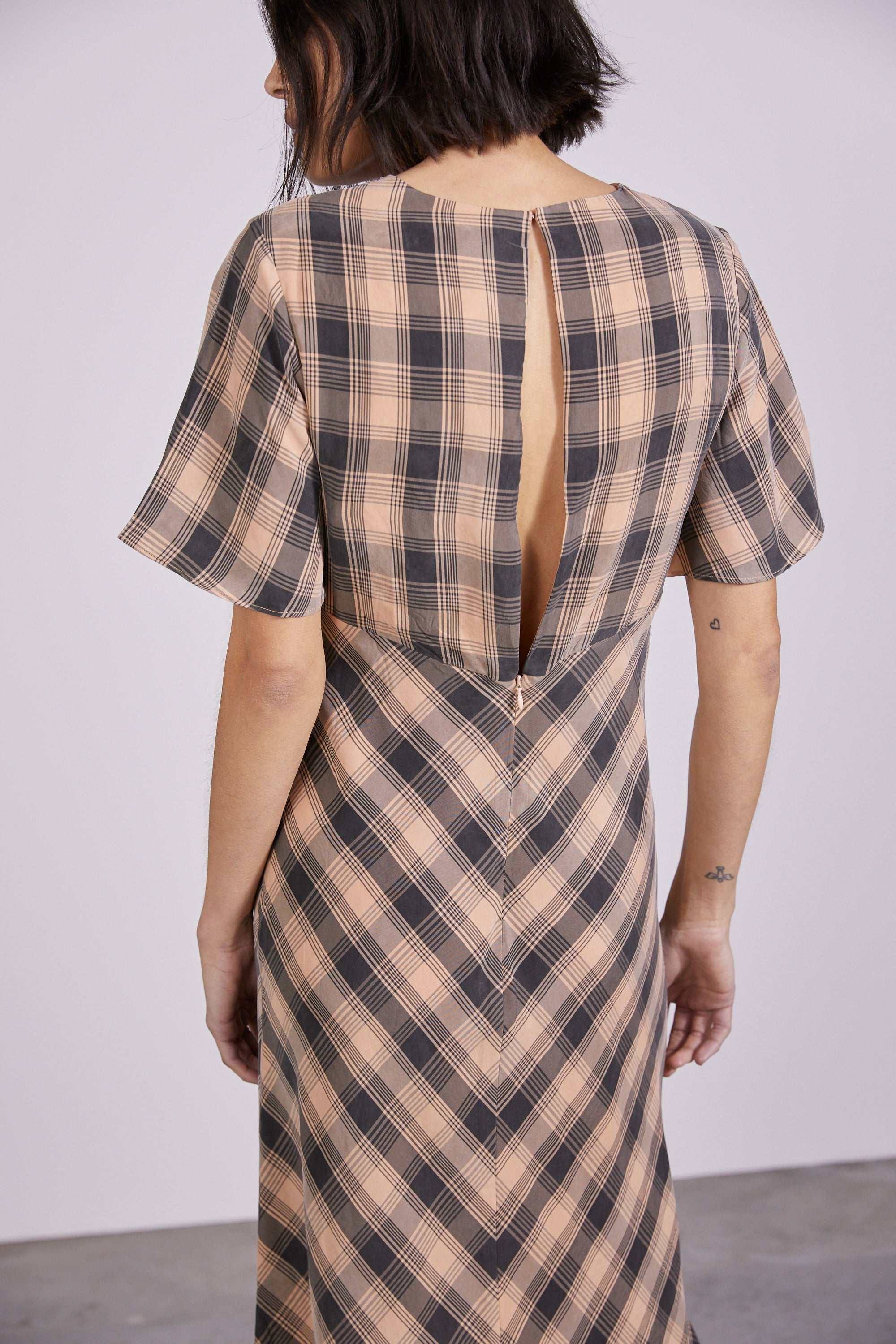 CHECKING OUT BIAS TEE DRESS | PEACH CHECK
