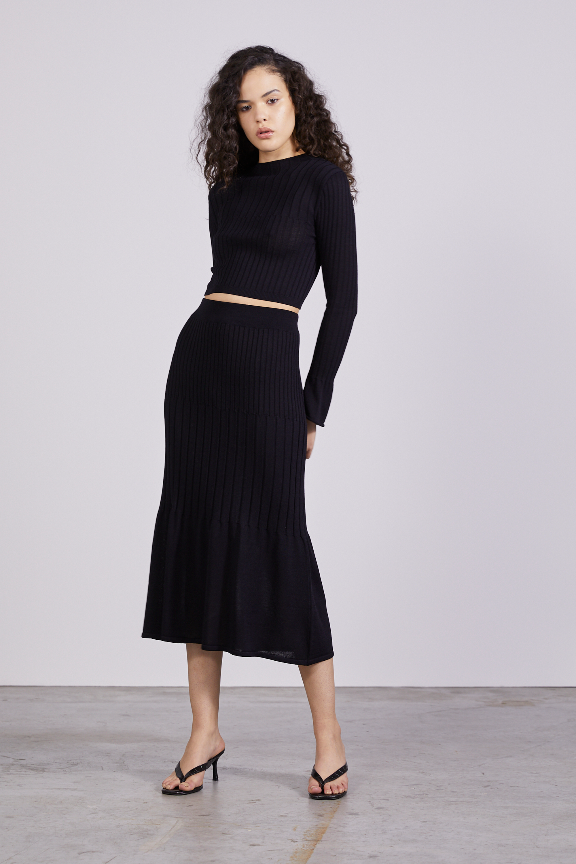 FLARE OUT KNIT SKIRT | BLACK