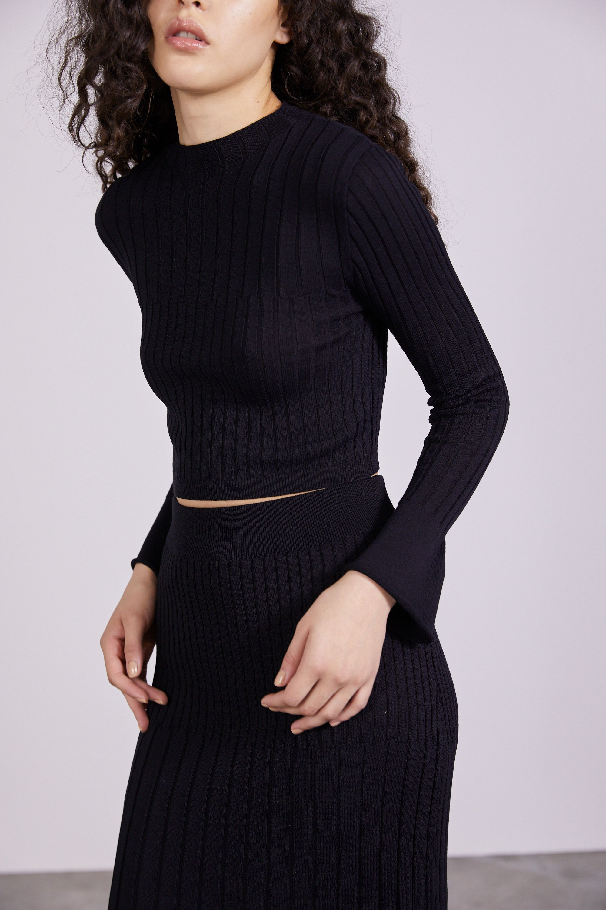 FLARE OUT KNIT TOP | BLACK