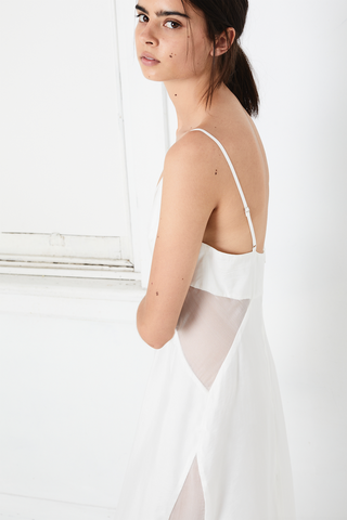 PEEK SHOW SLIP DRESS | OFF WHITE