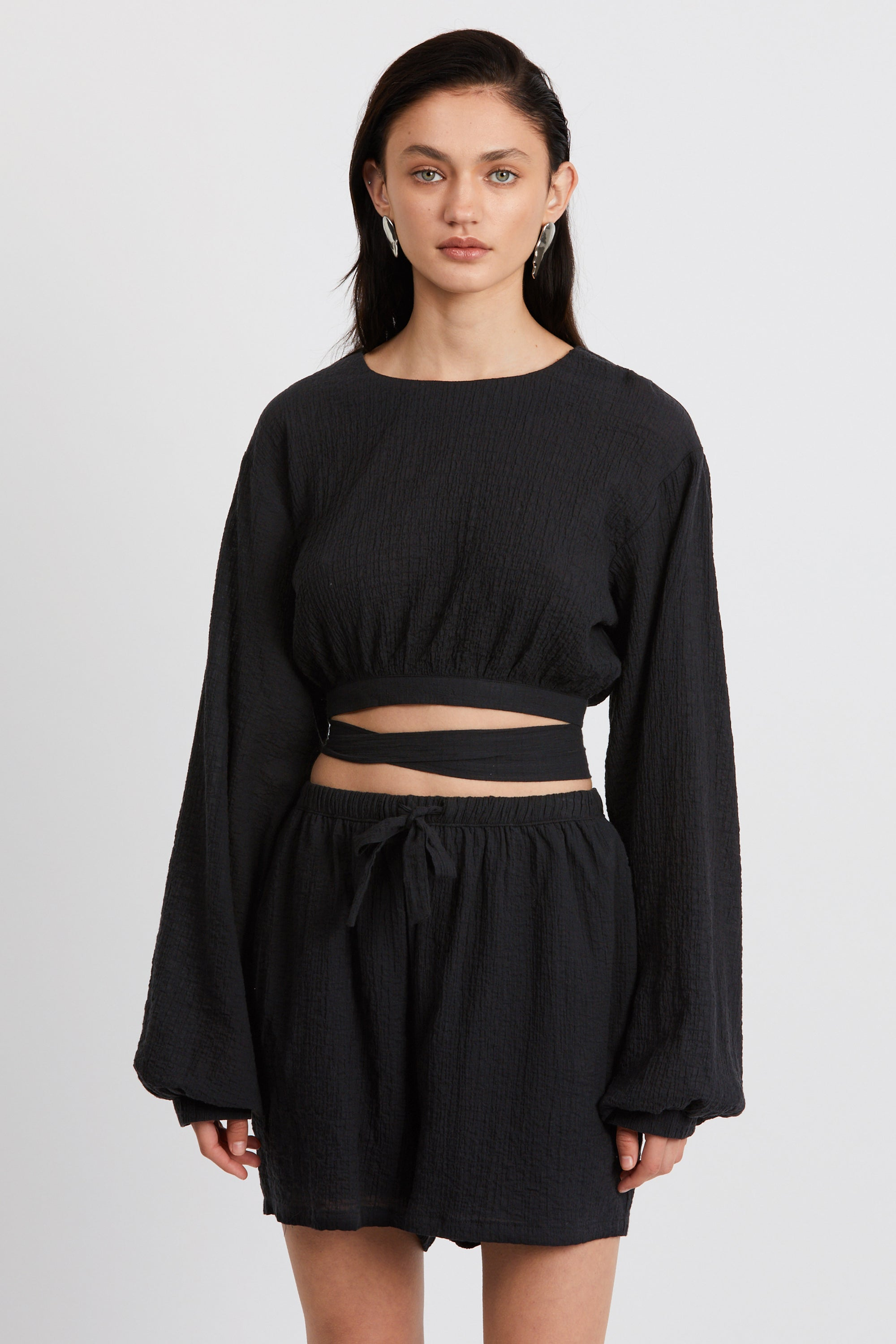 CLOUD WRAP UP BLOUSE | BLACK