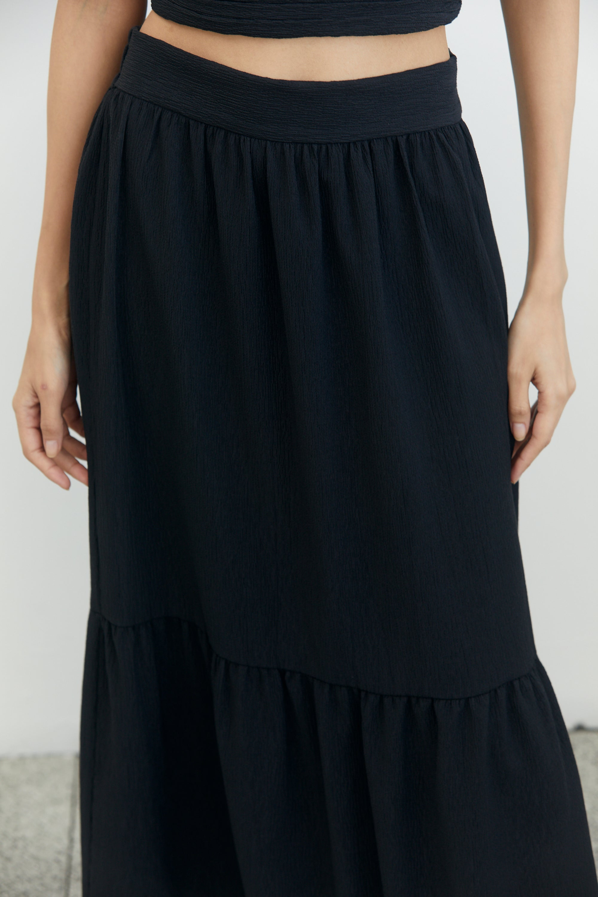 CROSSING OVER MAXI SKIRT | BLACK RIPPLE