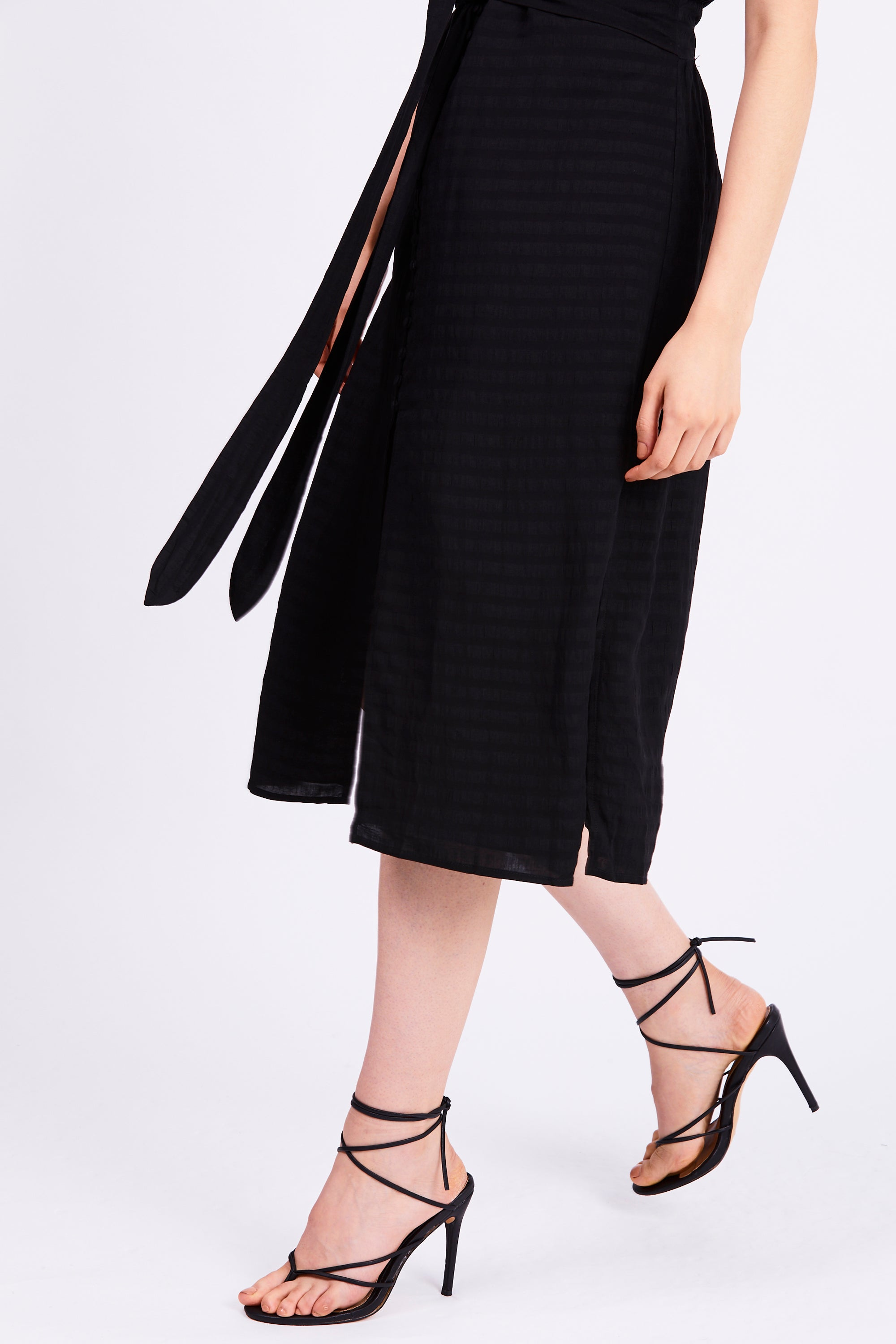 DAY BREAK TIE FRONT DRESS | BLACK STRIPE