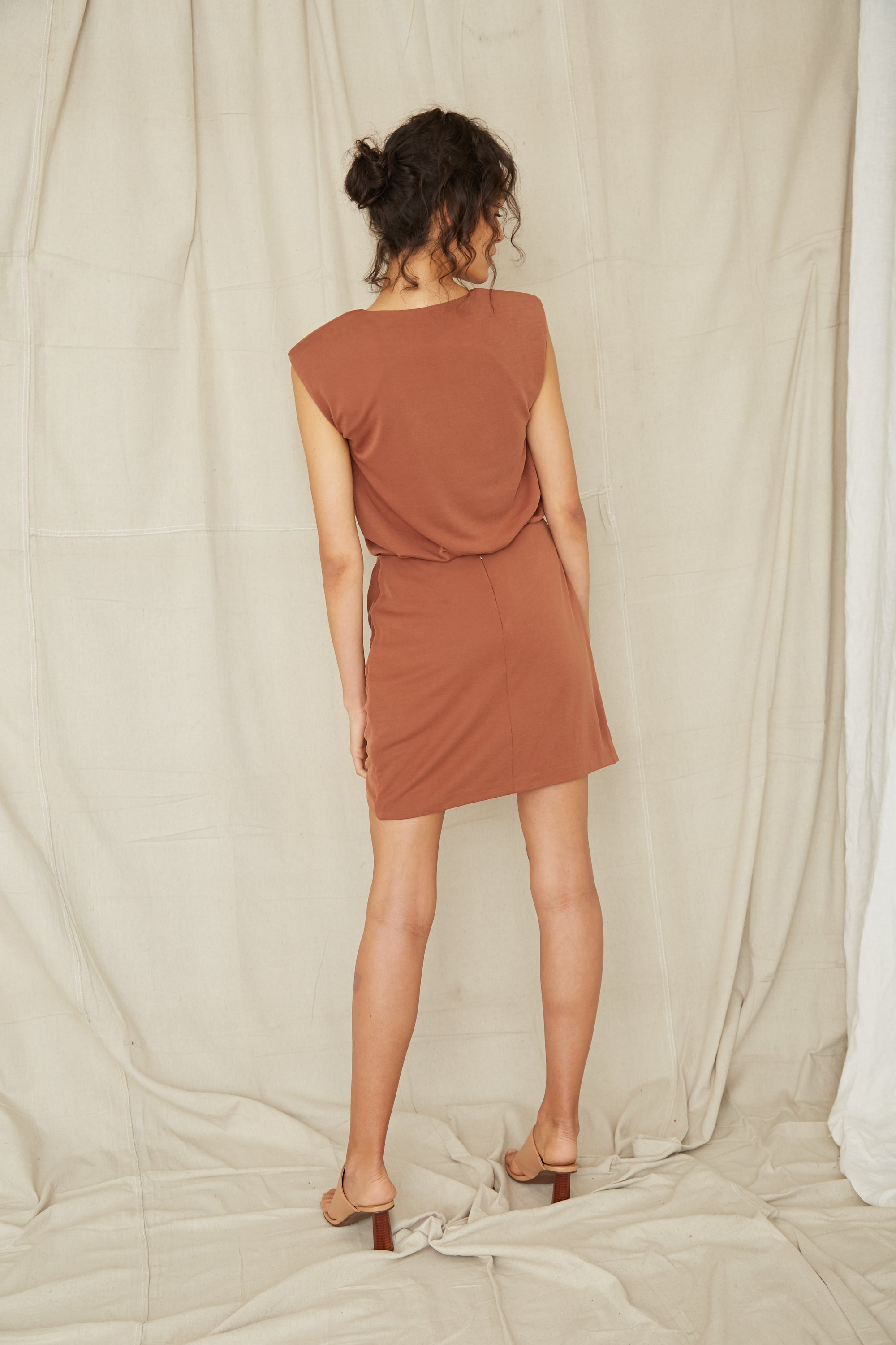 TWISTED MINI SKIRT | CINNAMON