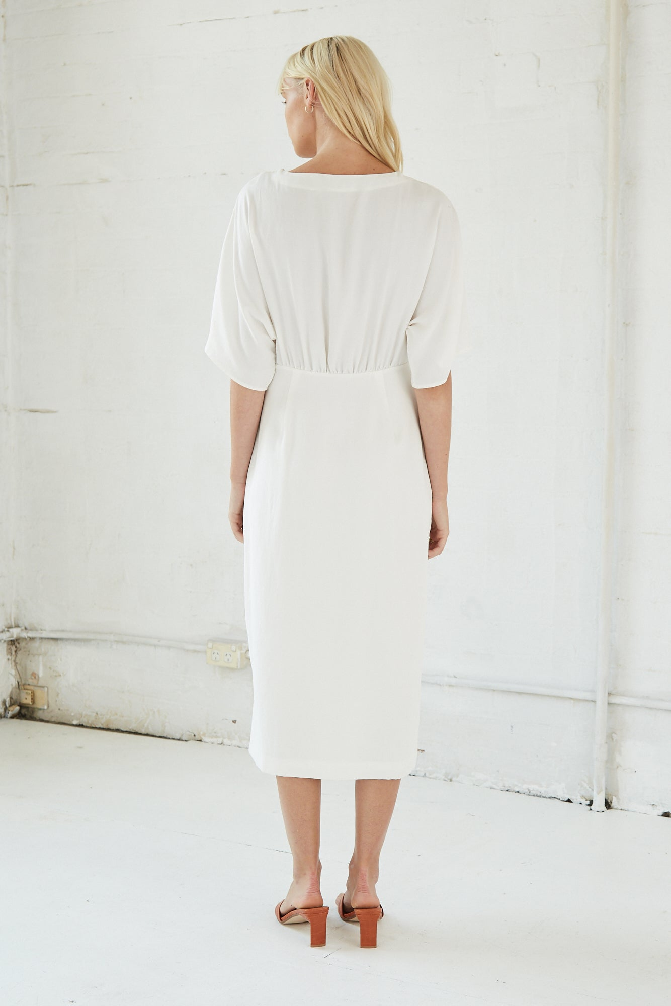MOVE ON MIDI DRESS | OFF WHITE