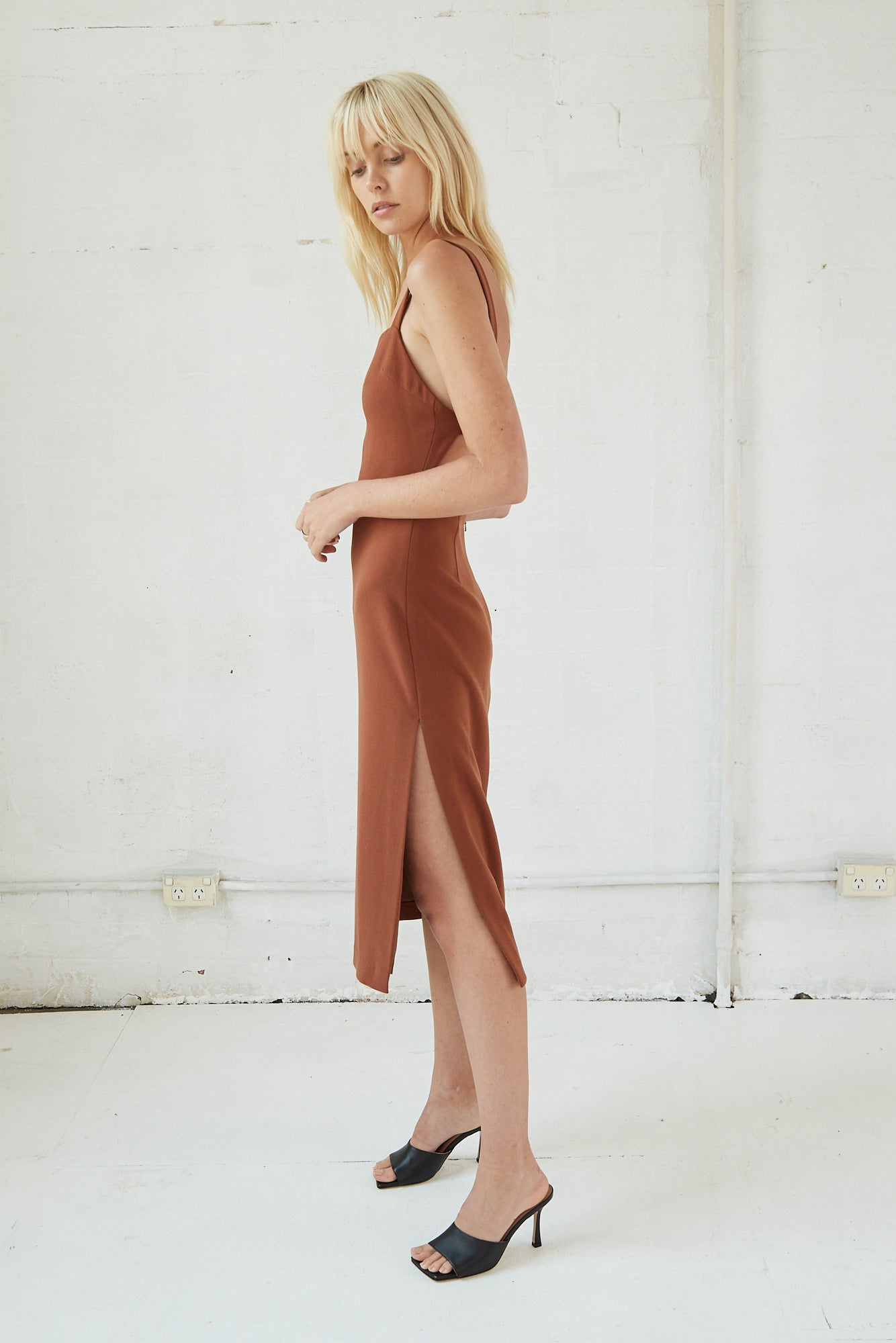 BAND BACK MIDI DRESS | NUT