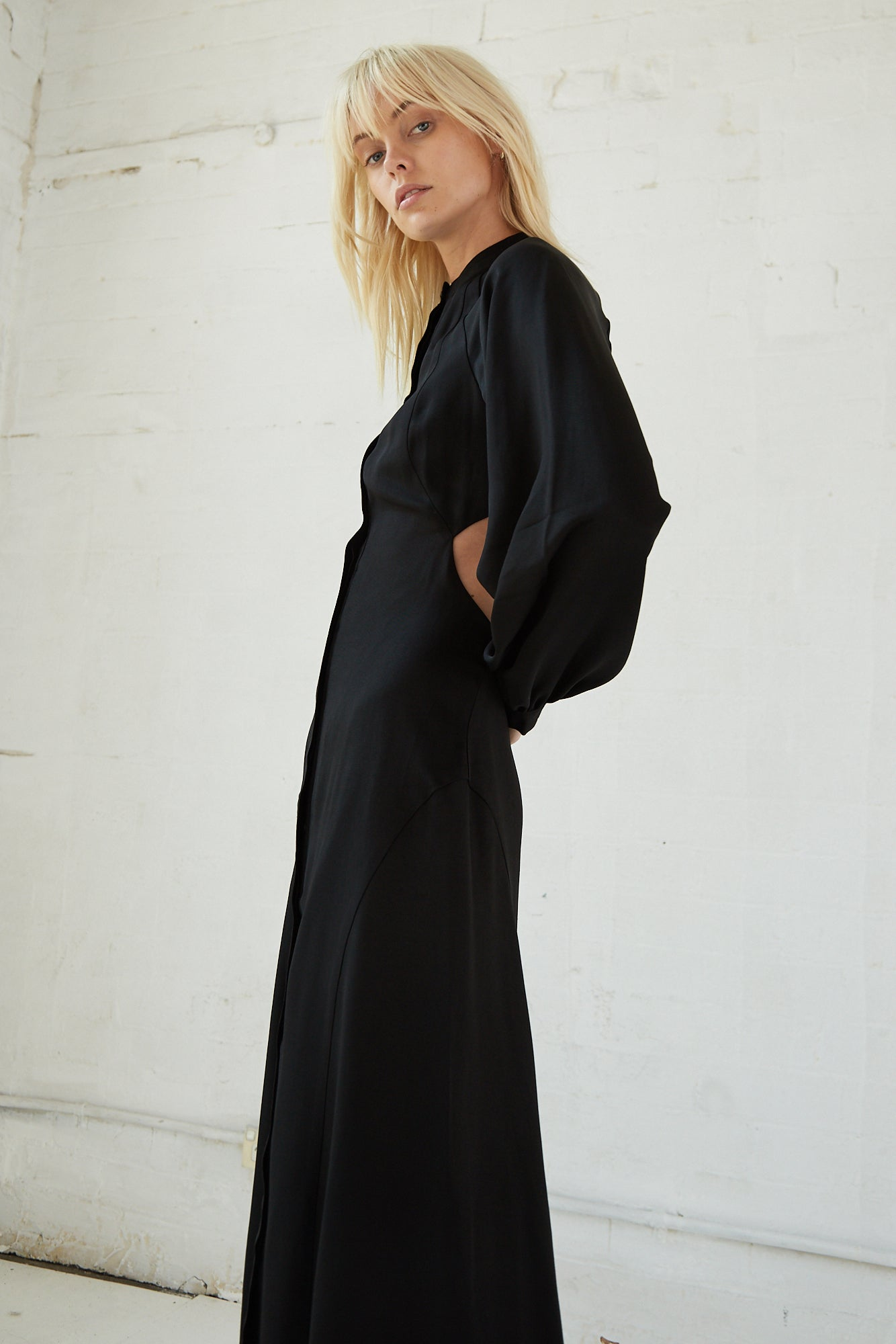 LINGER ON MAXI DRESS | BLACK