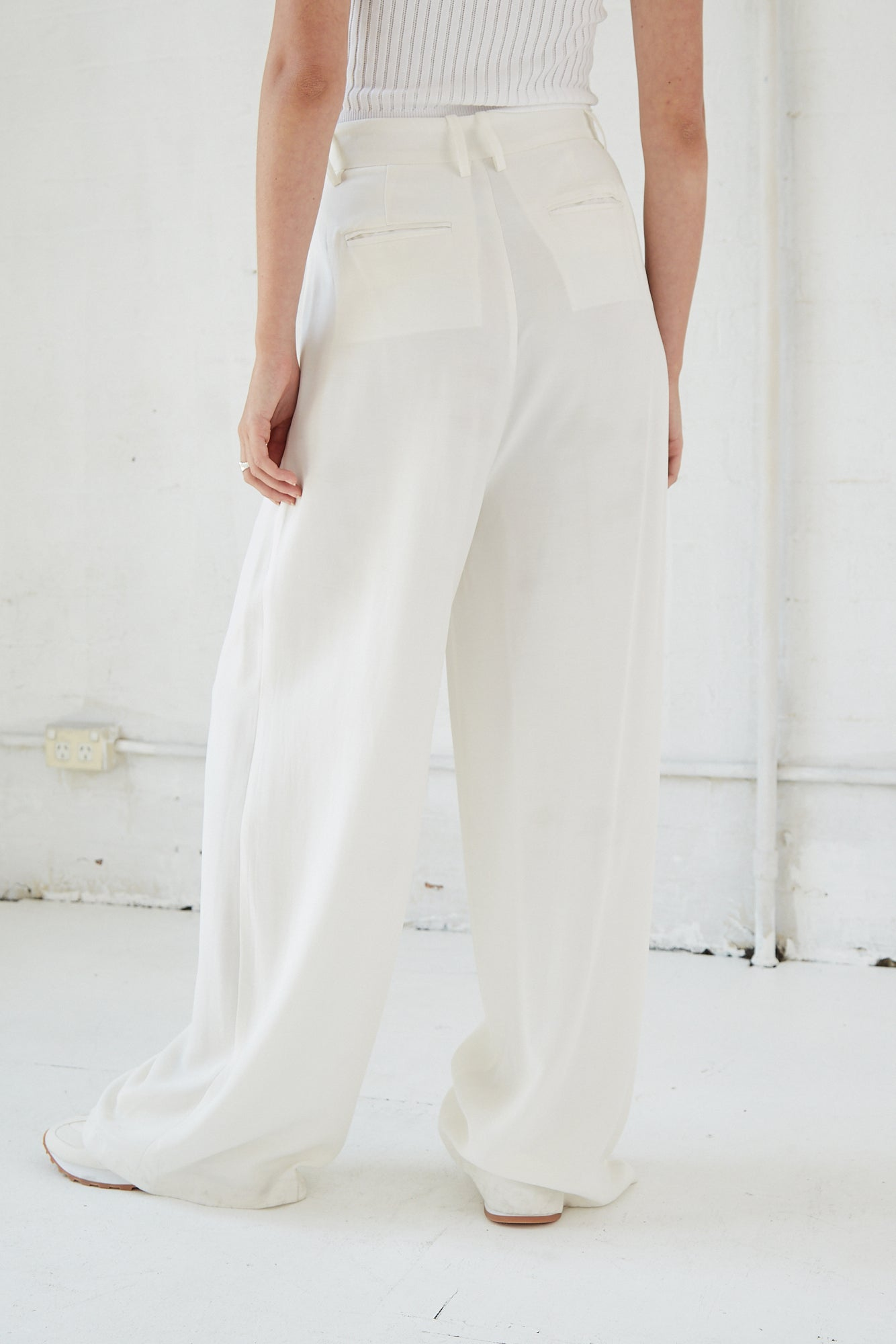 LINGER ON TAILORED TROUSER | OFF WHITE