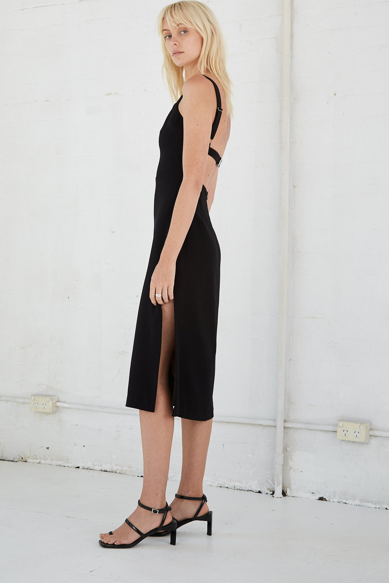 BAND BACK MIDI DRESS | BLACK