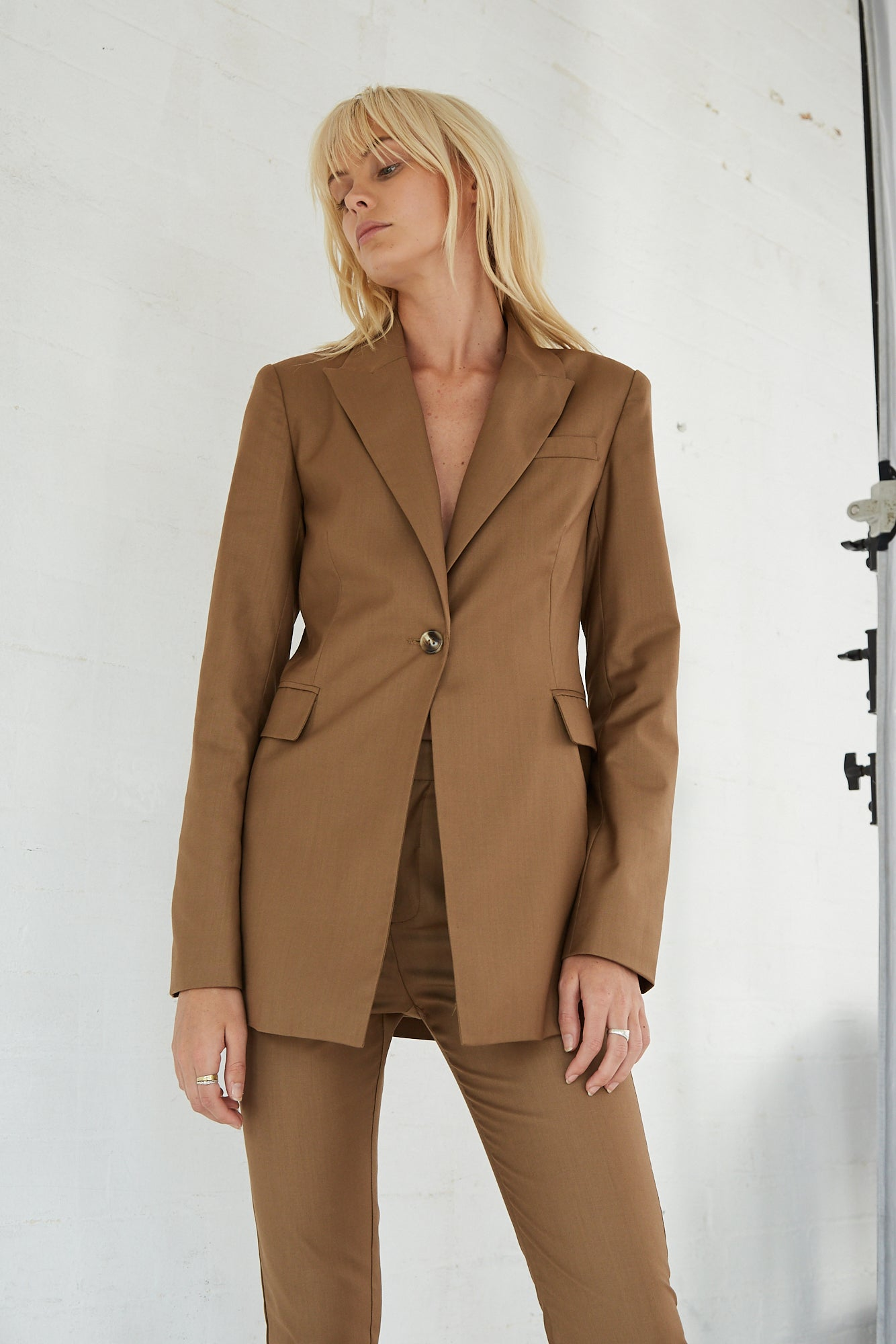 FORMALITIES SUIT JACKET | CAMEL