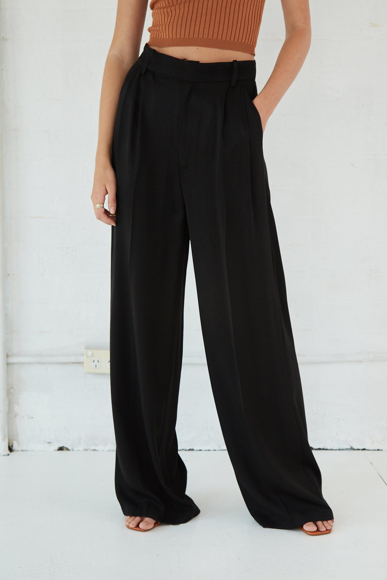 LINGER ON TAILORED TROUSER | BLACK