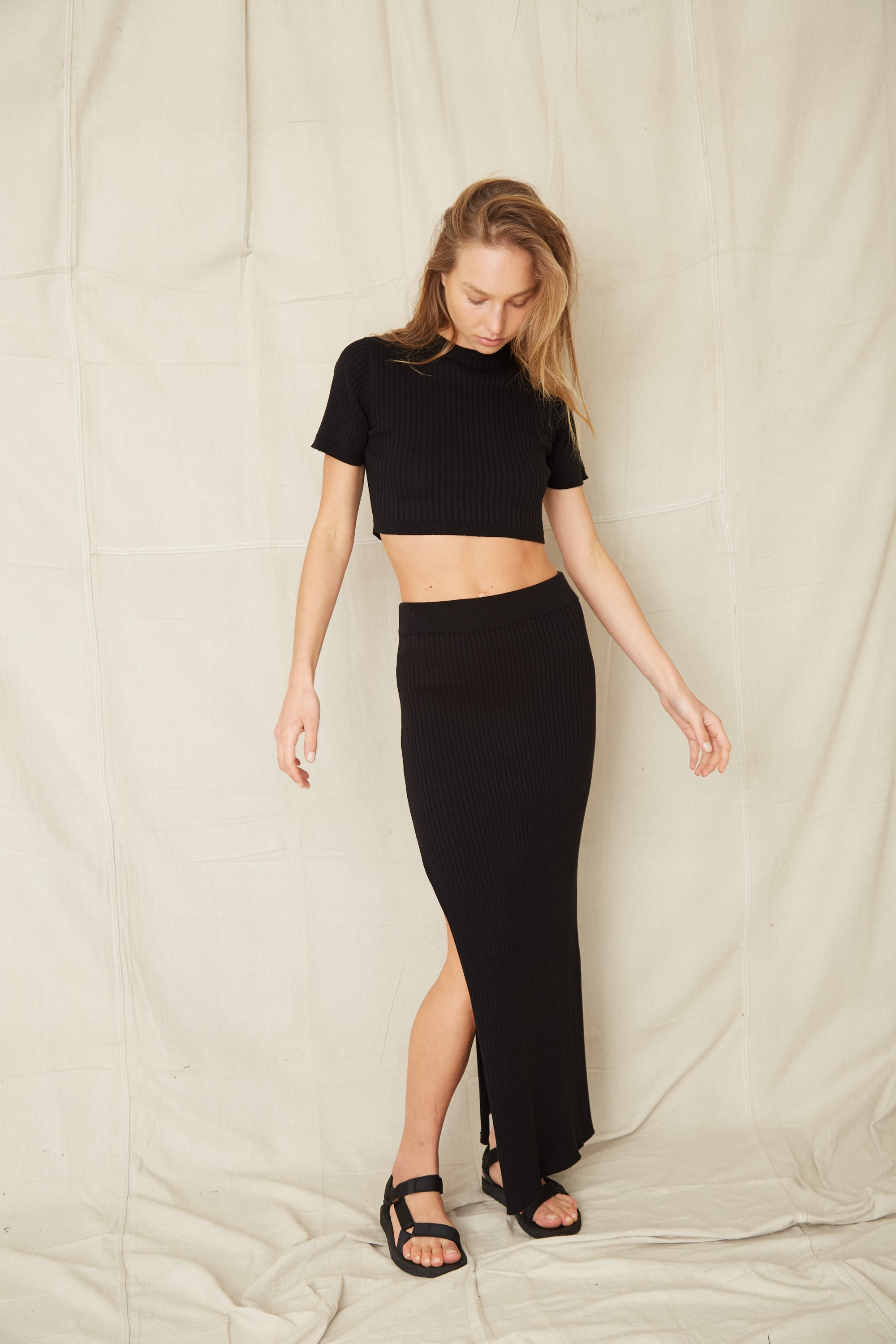 DUNES RIB KNIT CROP TEE | BLACK