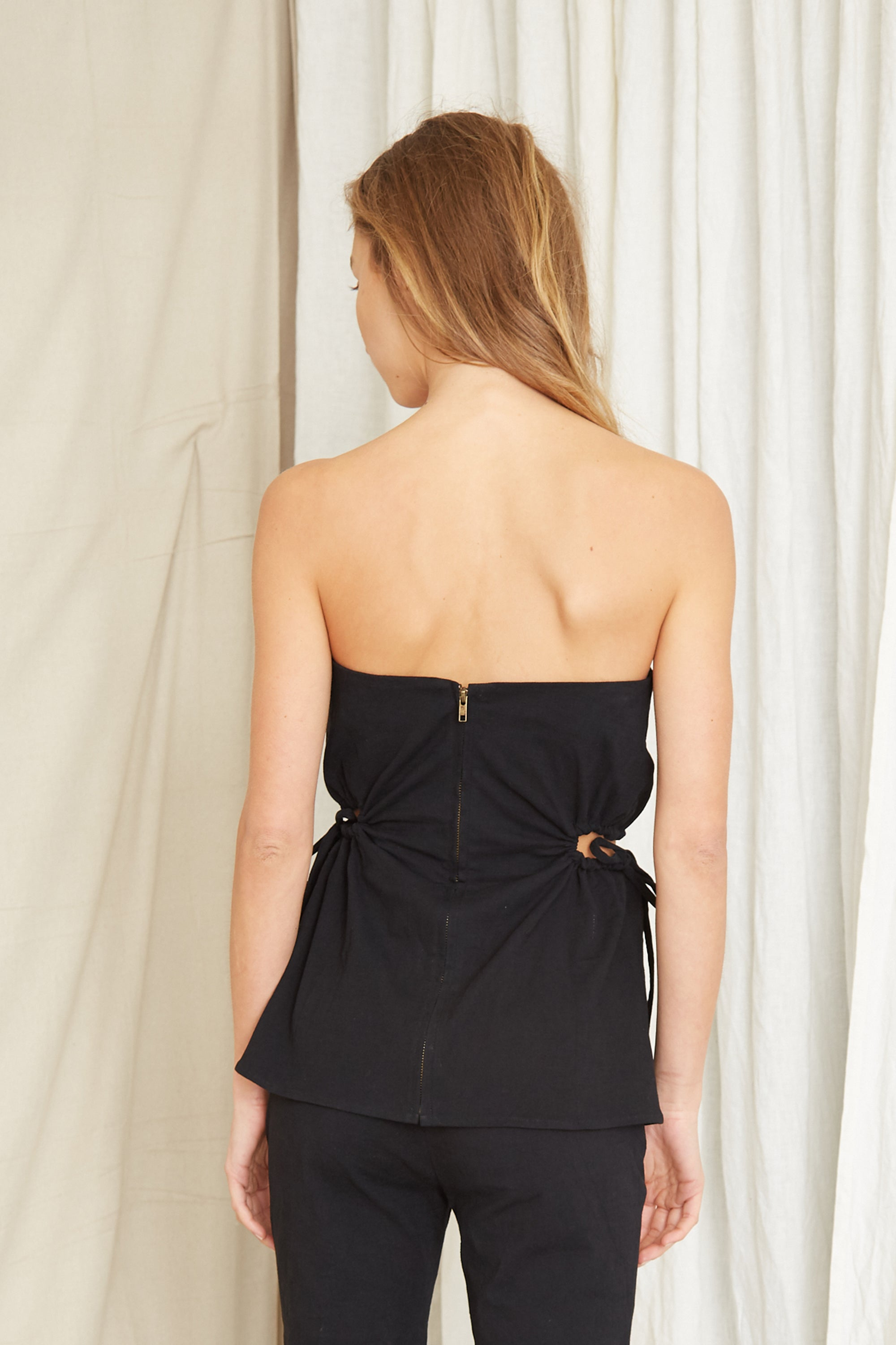 PRESSED FLOWERS DRAW SIDE STRAPLESS | BLACK