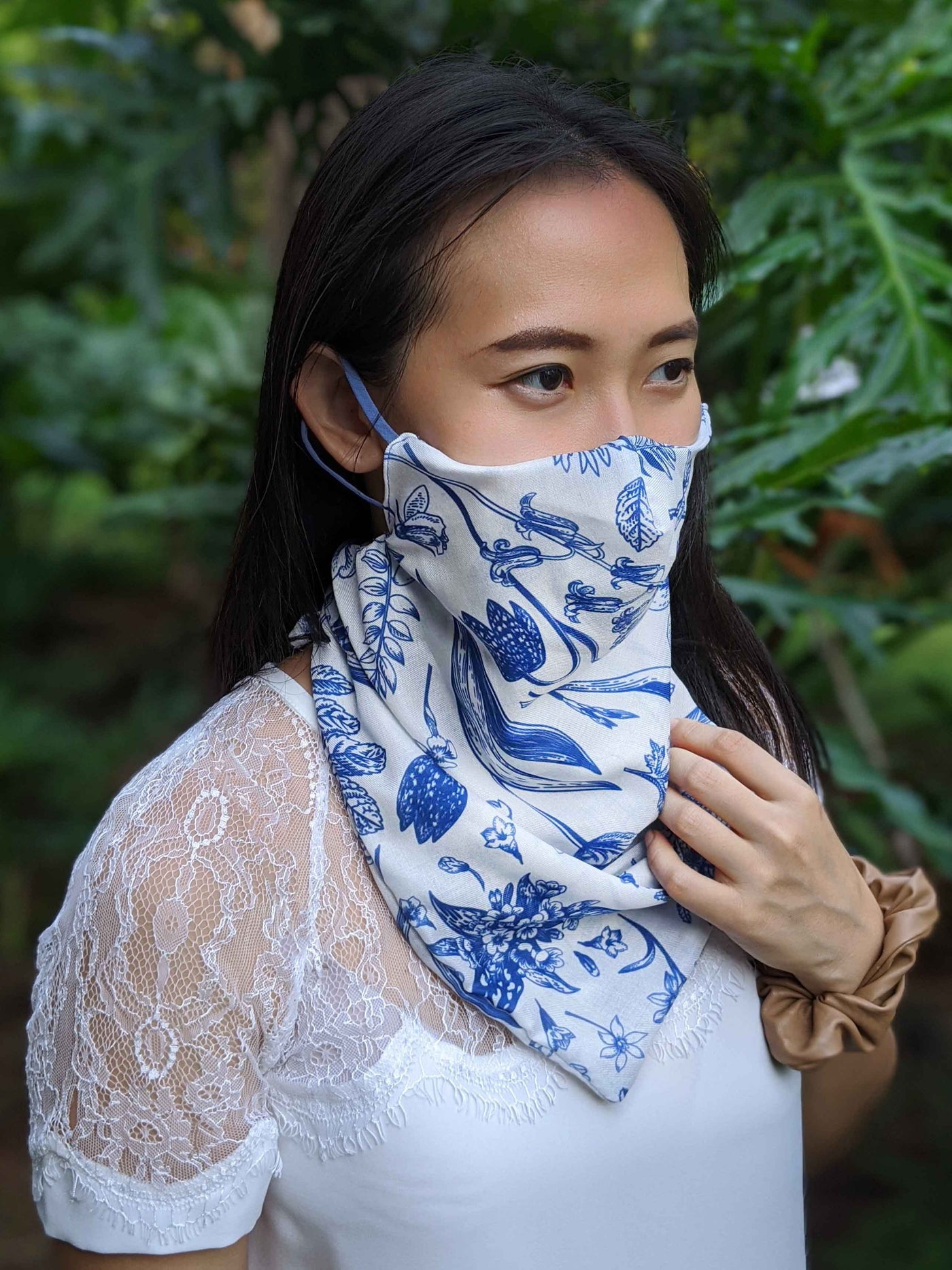 The Manta Mask with Adjustable Ear Loops - Blue Flowers on White