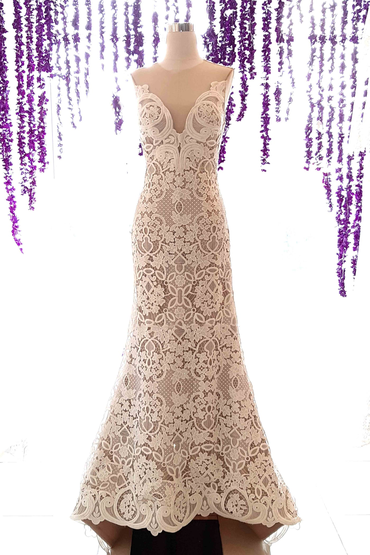 Rent: Yefta Gunawan - V Neck Embroidery Wedding Gown