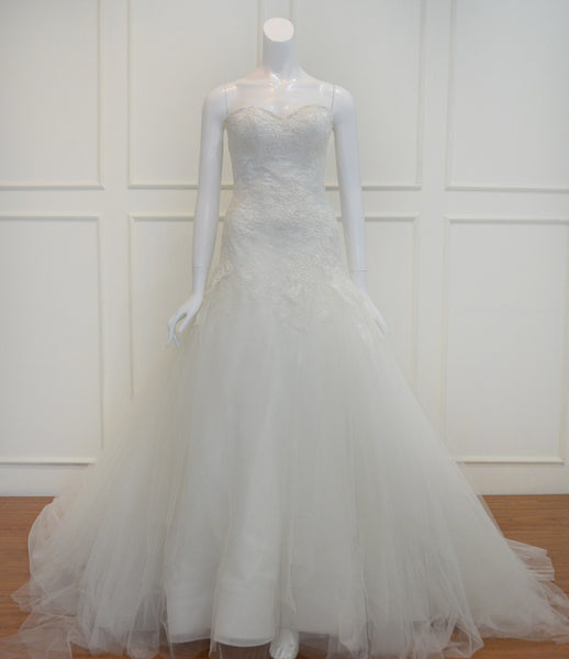 Rent: Elly Be Gorgeous Sweetheart Lace Wedding Gown