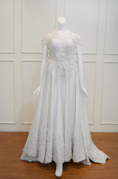 Rent: Gisela Privee Wedding Gown