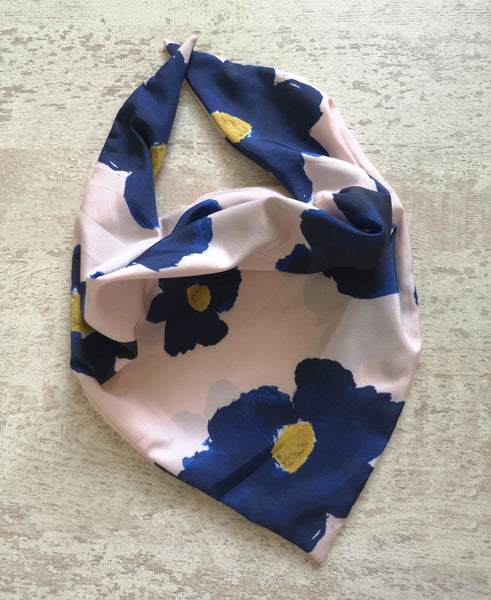 The Manta Mask with Adjustable Ear Loops - Navy Blue Daisies on Pink