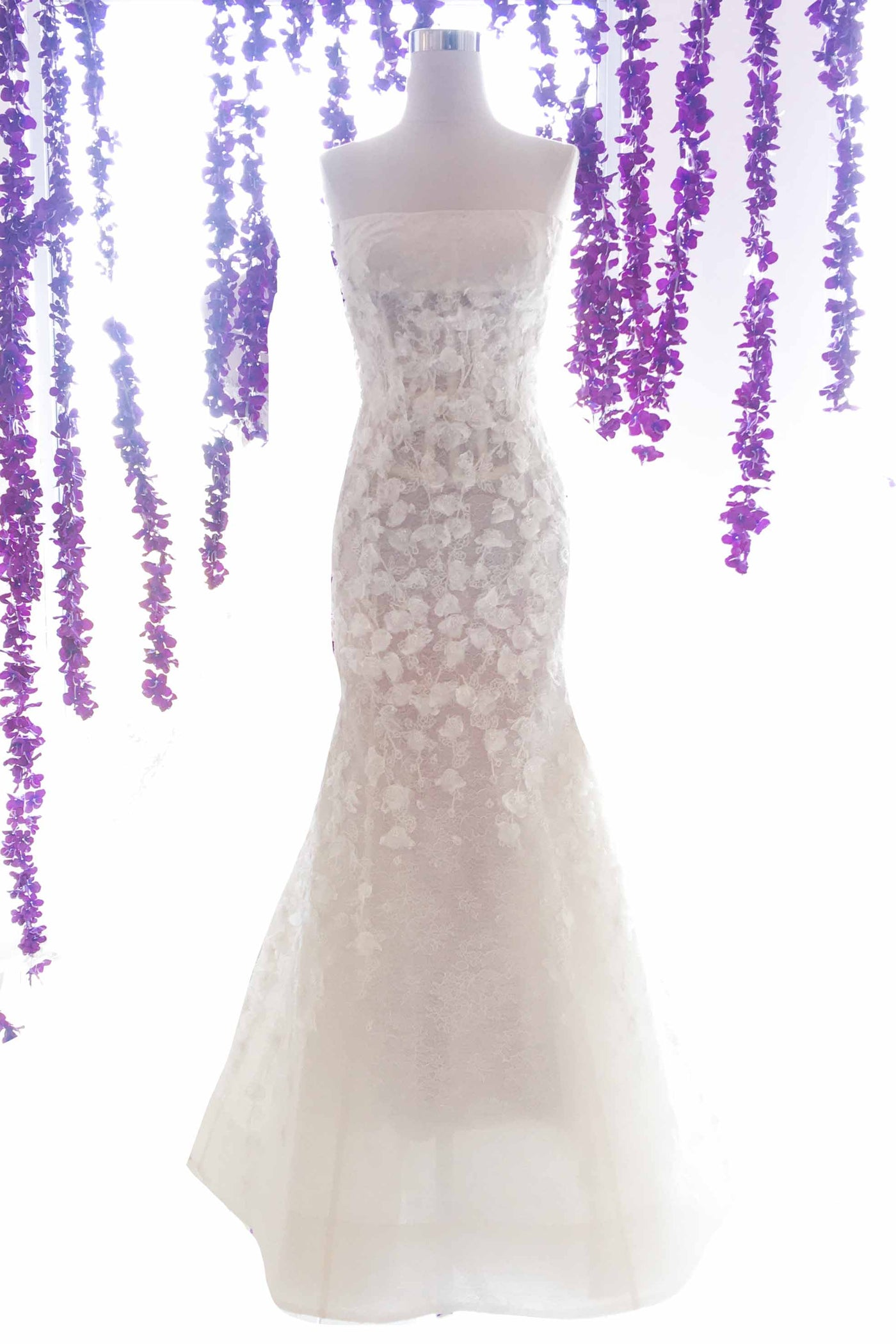 Rent: Sapto Djojokartiko - Wedding Dress Embroidery Chantily