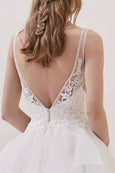 Rent : Pronovias - Elom Wedding Gown