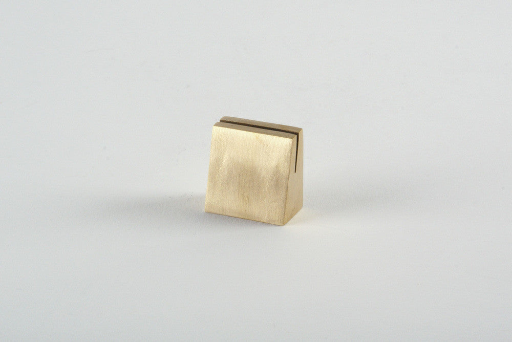 Geometric Brass Stands - Langsom