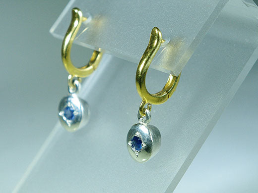 Earrings with oval Sapphires