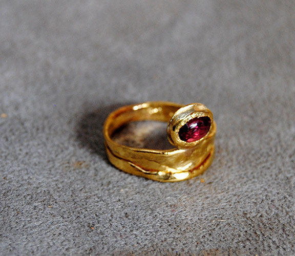 22K Gold Ring with Ruby Cabochon - riccoartjewelry.com  - 2