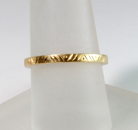 18K Gold Engraved Square Edge Band - riccoartjewelry.com  - 1