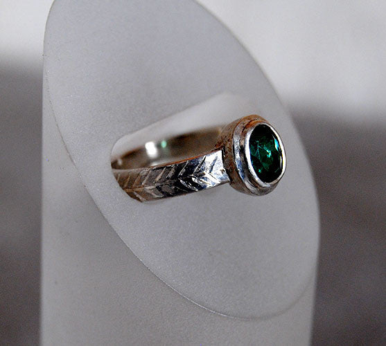 Green Tourmaline Ring with Engraved Details - riccoartjewelry.com  - 2