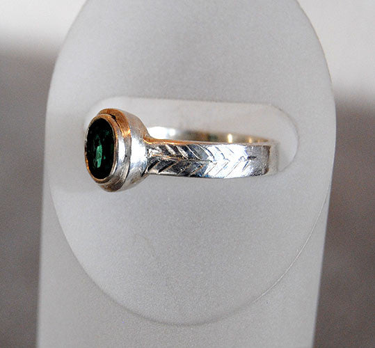 Green Tourmaline Ring with Engraved Details - riccoartjewelry.com  - 3