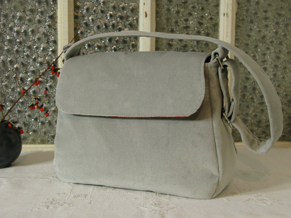 Medium Purse in Elegant Grey Velvet and Red