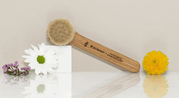 Facial Dry Brushing – why you need to add it to your routine ASAP! | VERT beauty