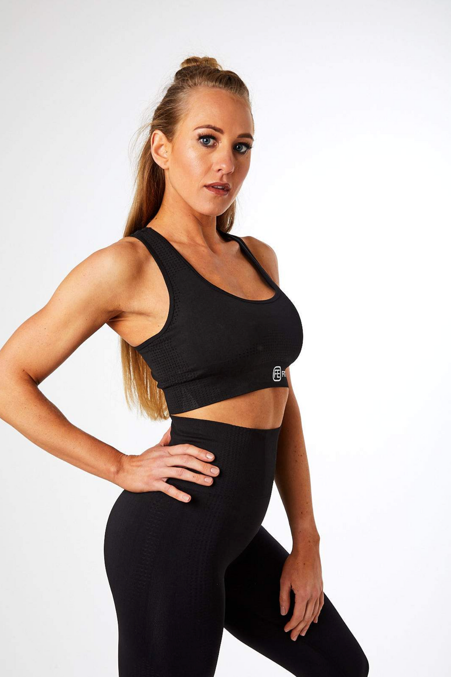 SEAMLESS SPORTS BRA JET