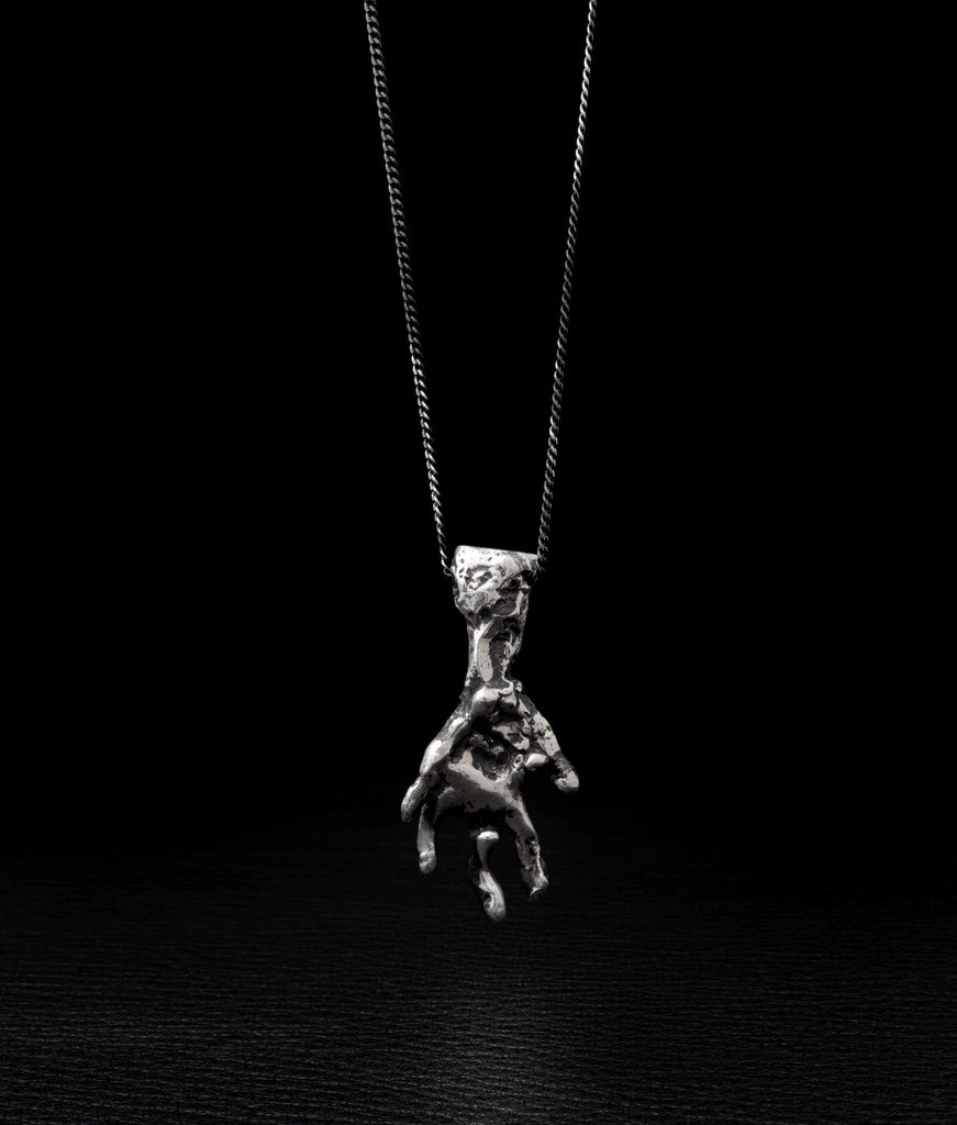 Alice Waese – Hand Necklace
