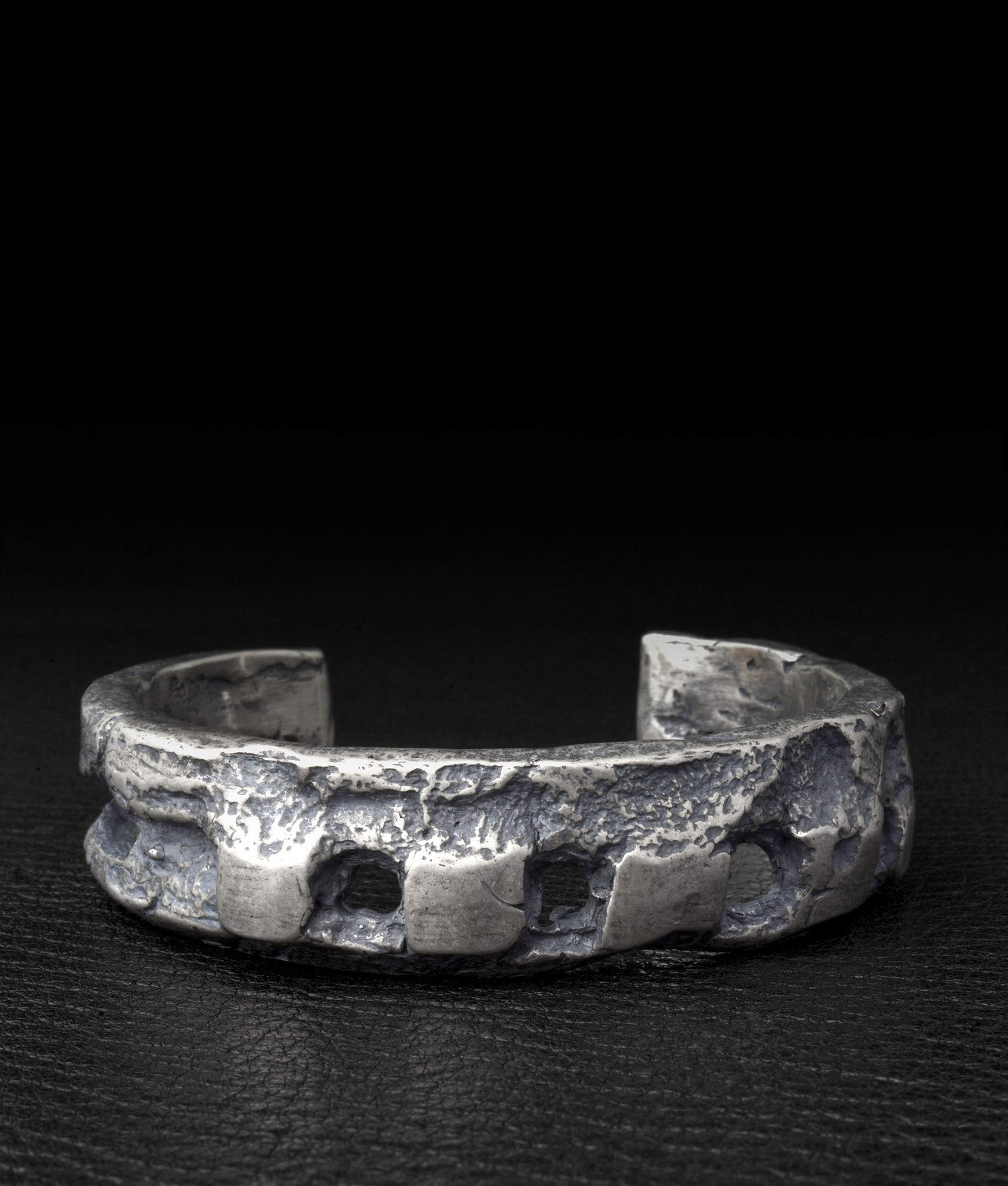 Amy Glenn – Crown Cuff
