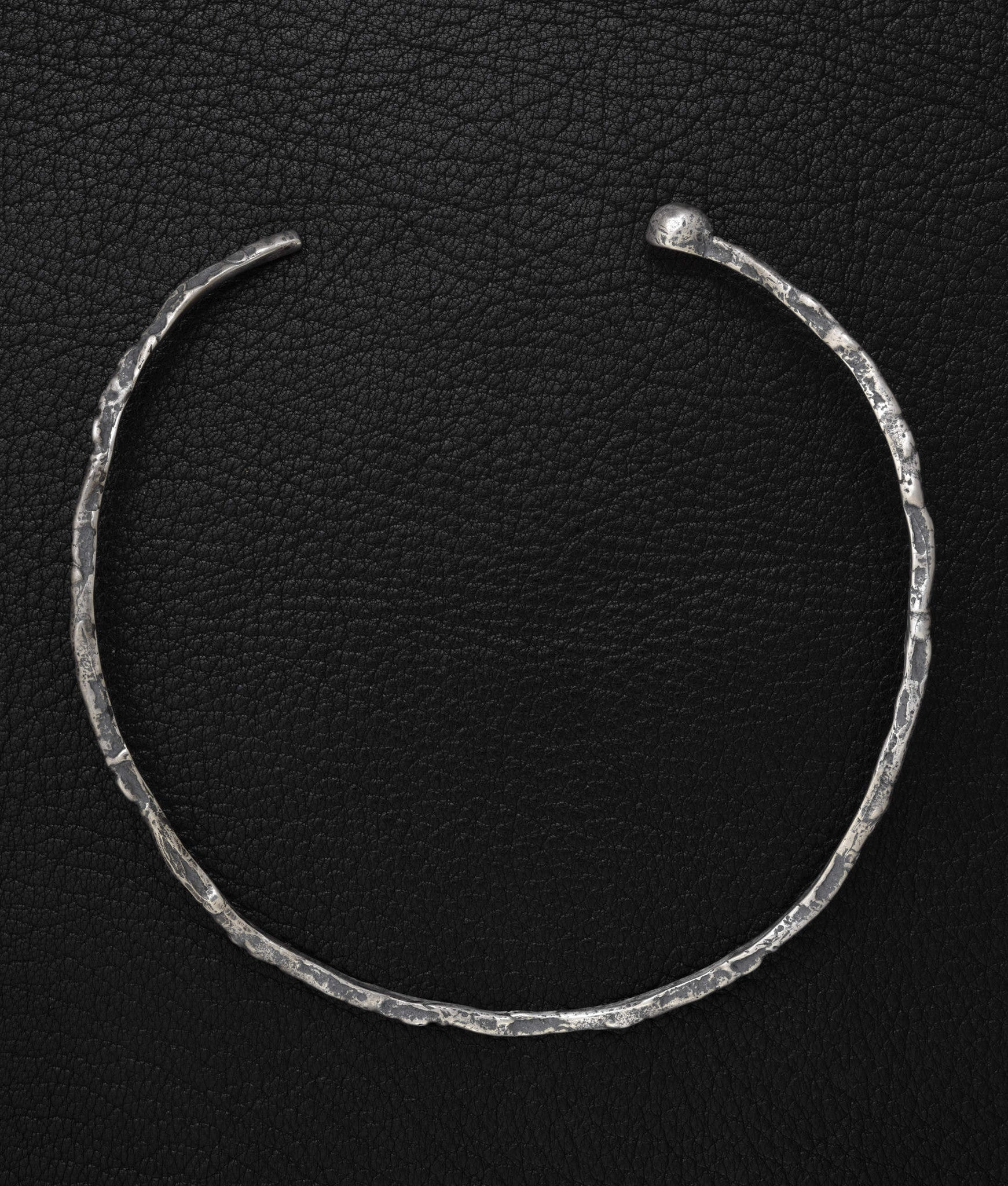 Amy Glenn – Scroll Choker (One Ball)